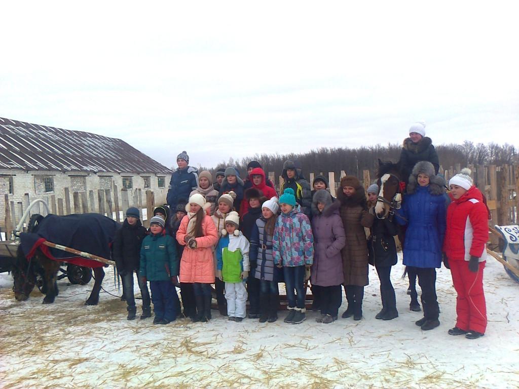 Экскурсия на конюшню.  У нас в гостях ученики из Лебедяни.