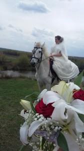 с букетом невесты)